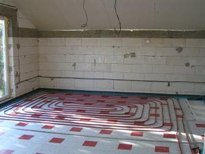 október 2010 - ukladáme podlahovku