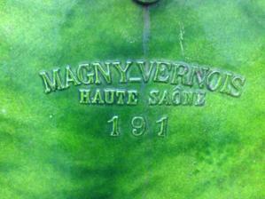 Nazov mesta, kde sidlila fabrika, nasla som na internete, ze v obdobi 1890 az 1930 sa venovali vyrobe piecok.