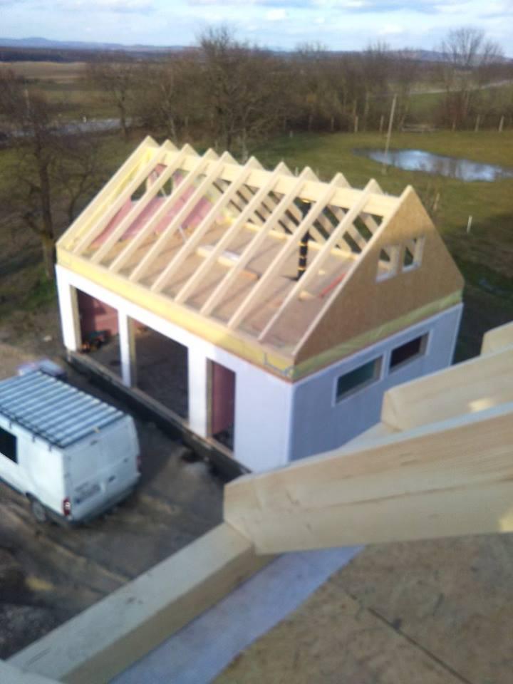 """Sedliacky dom, alias naša """"sýpka"""" - garaz, letna kuchyna a dielnicka"""