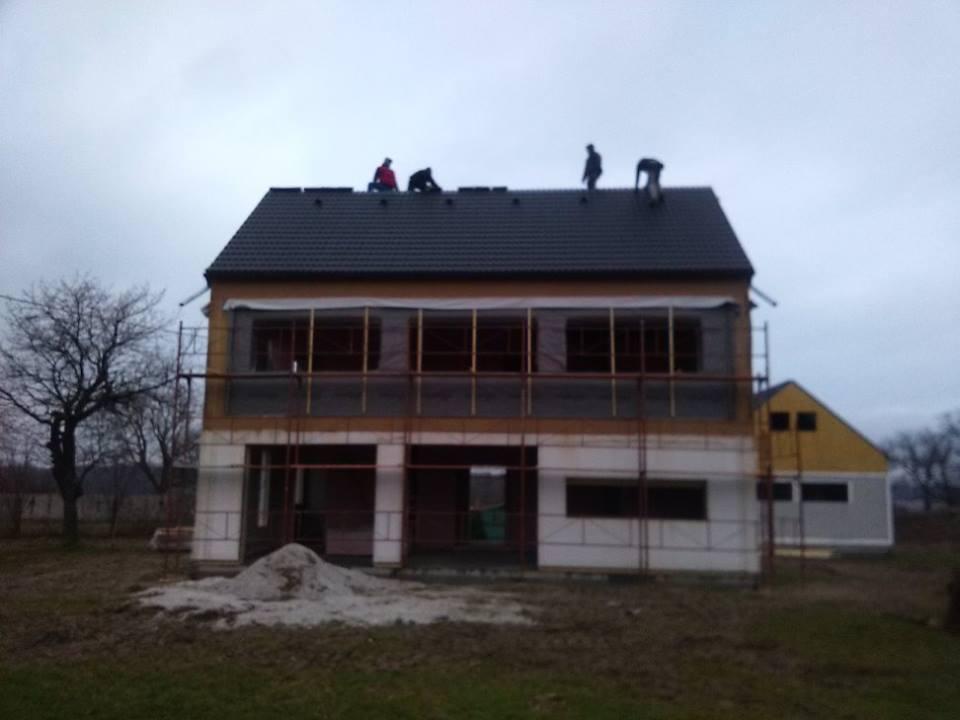 """Sedliacky dom, alias naša """"sýpka"""" - A uz je aj strecha! neskutocne co sa da za 11 dni :-)"""
