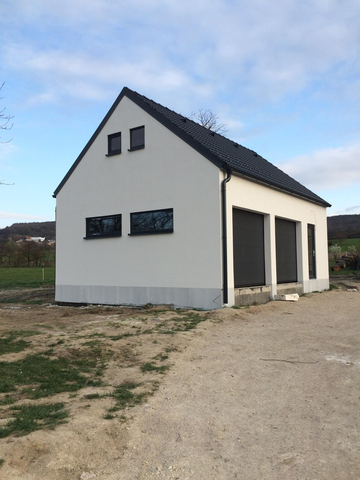 """Sedliacky dom, alias naša """"sýpka"""" - A garaz uz aj s fasadou"""