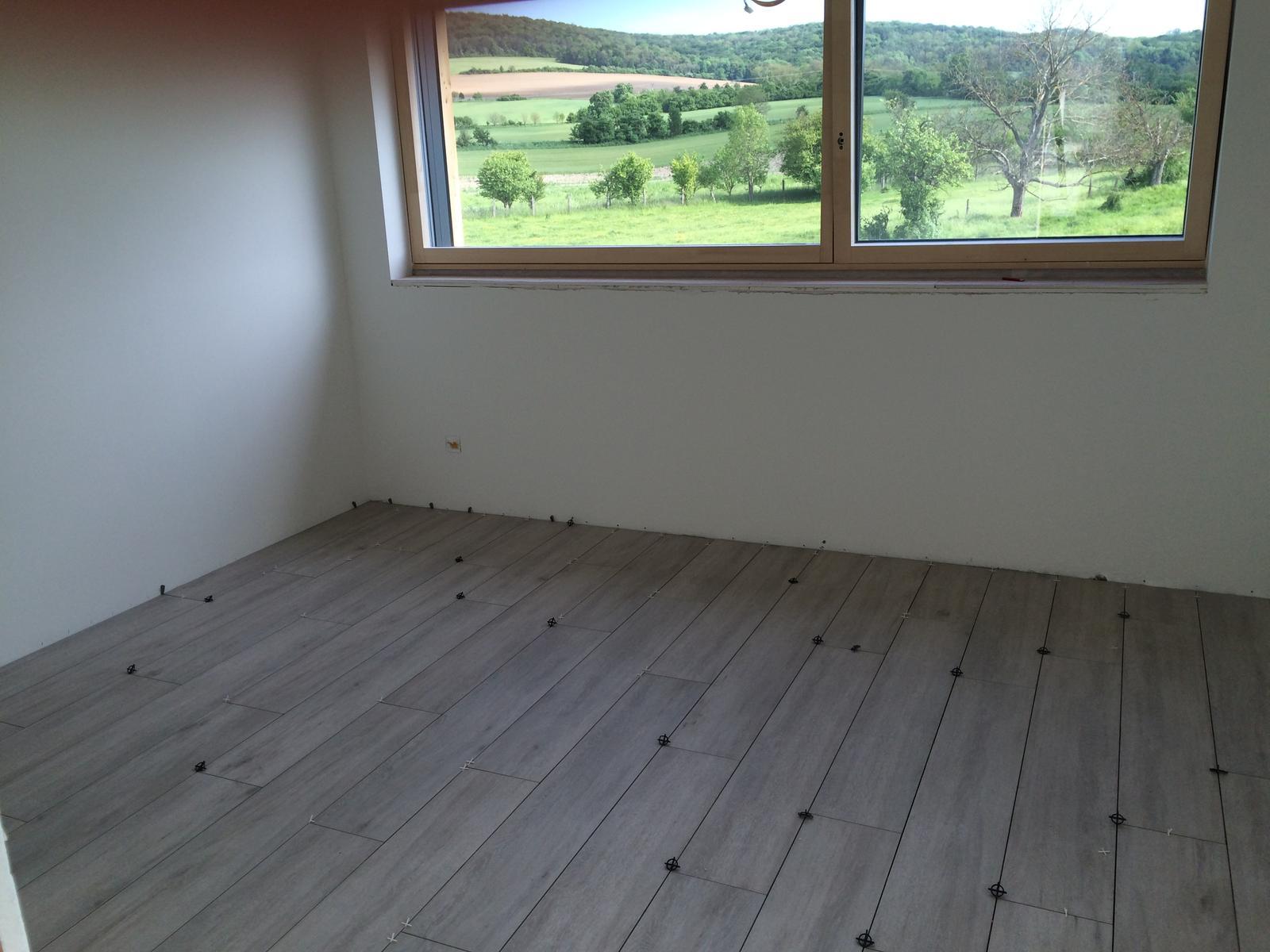 """Sedliacky dom, alias naša """"sýpka"""" - Podlaha v detskej c. 1 skoro hotovo. po vysparovani uz len zasuvky, parapety, zaluzie a hotovka."""
