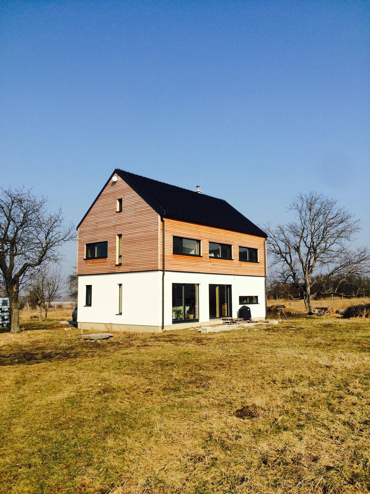 """Sedliacky dom, alias naša """"sýpka"""" - Este pred zimou stihol manzel upratat po stavbe a pripravili sa pätky na terasu. Foto z 16.2.2017"""