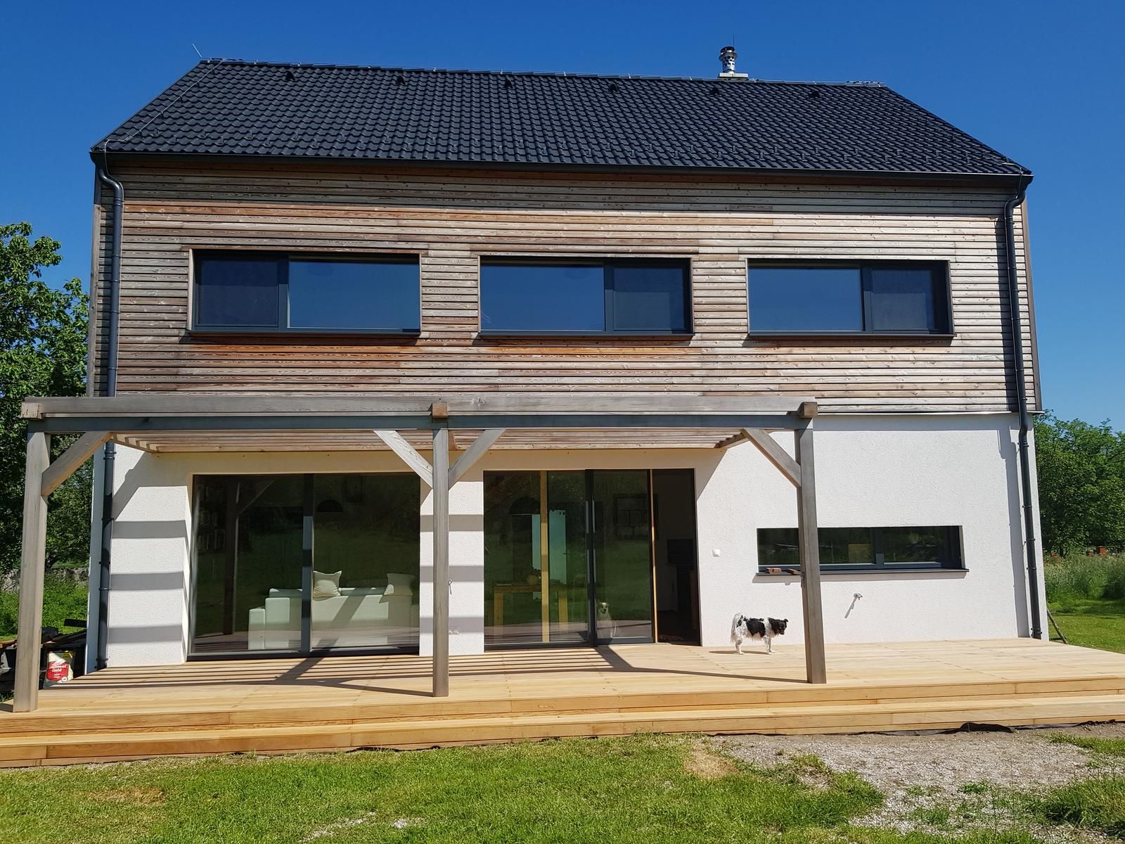 """Sedliacky dom, alias naša """"sýpka"""" - dnes este natieraju Osmom a final. (www.prirodneterasy.sk)"""