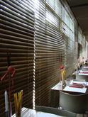 Interiérové žalúzie s drevenými lamelami 50 mm (farbené na požadovaný odtieň)