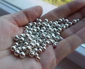 plastové perličky strieborné,