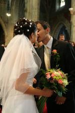 novomanželské políbeníčko:)