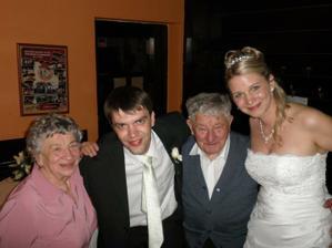 s manželovým dědou a jeho sestrou