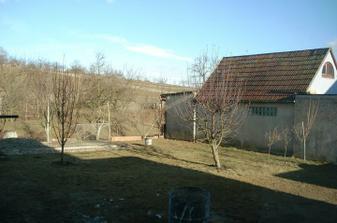 pohled z okna na dvůr, už aby bylo jaro...