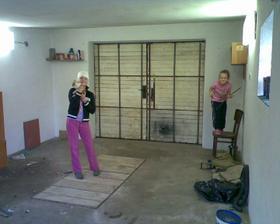 naše garáž, tam bylo pokladů...