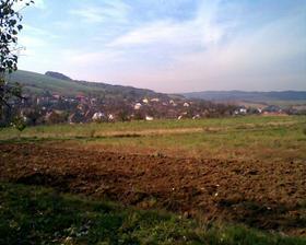pohled na mou milovanou vesničku, náš domeček je ten dole se stříbrnou střechou