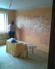 i moje maminka se zapojila, kromě toho že neustále vyvařuje pro nás i řemeslníky, tak i škrábe malby!!!