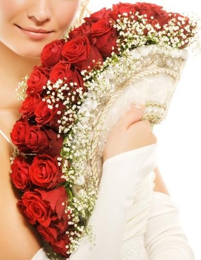 Čo sa mi páči a čo už máme - bude z bielych ruží a dozdobený zelenými a zltými  kamienkami