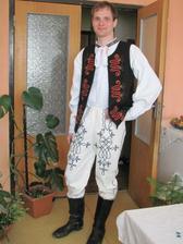 ták a toto je môj fešák v originál svadobnom kroji, ktorý dostal od mami ako darček :) ešte k nemu zľadiť mňa :)