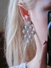 takto vyzerajú moje svadobné naušky na uchu :))