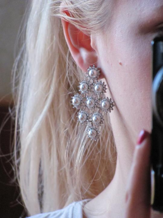 Náš veľký deň :) - takto vyzerajú moje svadobné naušky na uchu :))