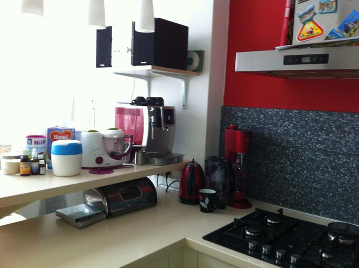 2. cast rekonstrukce kuchyne - po roce jsme se dockala policky na radio  :)