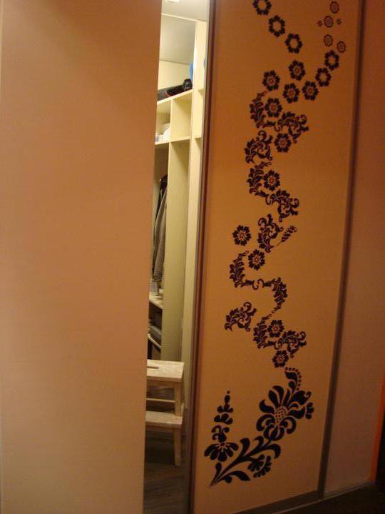 Rekonstrukce pracovna, loznice, obyvka, hala, detsky - vstavena sadrokartonova skrin v hale na vyuziti prazdneho rohu