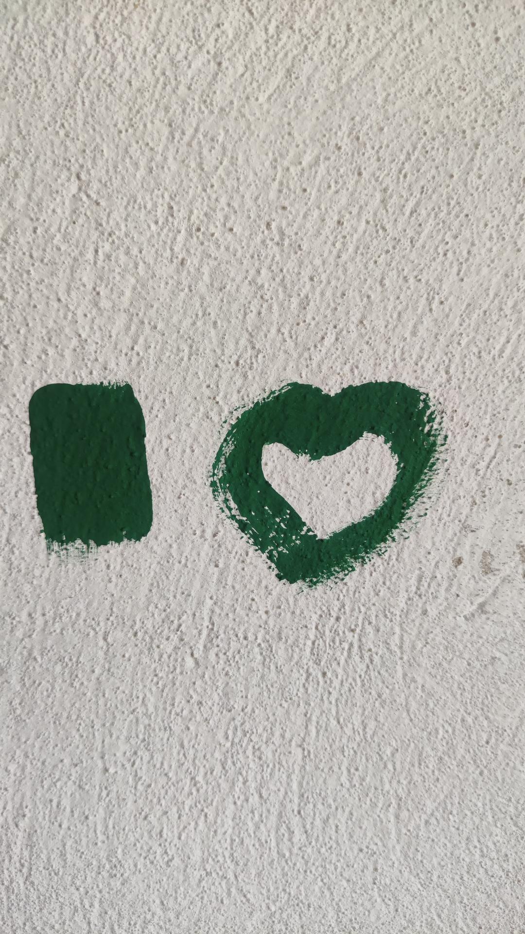 Dom vytvoríš rukami, domov jedine srdcom - Farba do spálne namiešaná....môžeme maľovať 🙂
