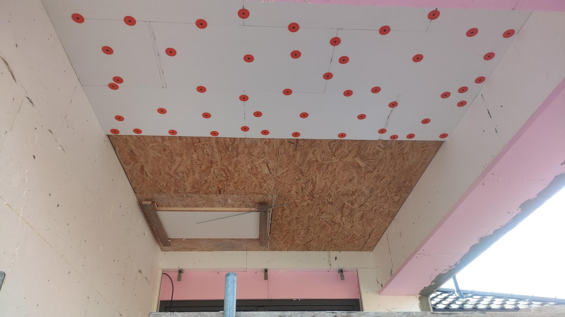 Dom vytvoríš rukami, domov jedine srdcom - Výlez pod strechu na spevnenu časť