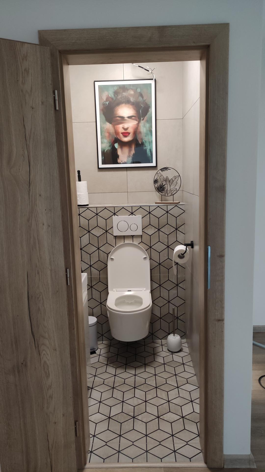 Dom vytvoríš rukami, domov jedine srdcom - Keď som pozerala Pinterest a hľadala inšpirácie na wc a uvidela som na wc obraz bola som rozhodnutá,že aj ja to musím mať😁