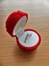 moj krasny snubny prstienok:)))