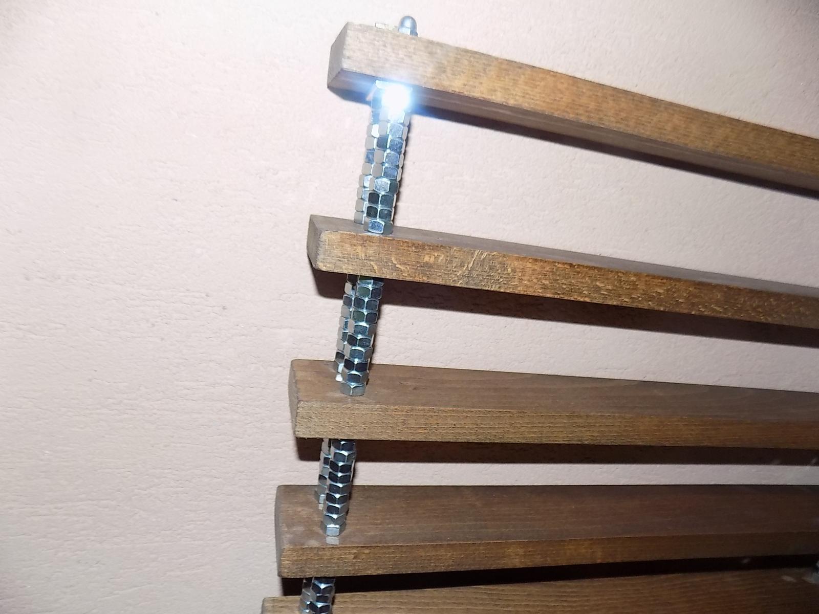 drevená polica -výstavná - Obrázok č. 3
