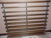 drevená polica -výstavná,