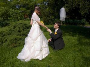Zopakovali jsme si naše zasnoubení, kdy mě Honza žádal o ruku vkleče