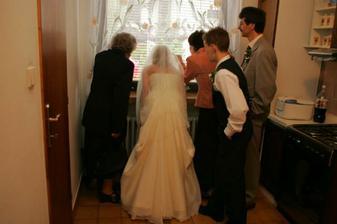 ...a ženích nechodí a nechodí:-)