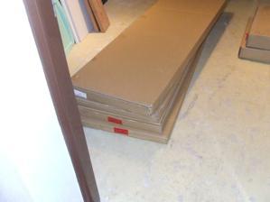 Dovezli sme si skříně ...6 krabic. Ta nejtěžší vážila 5O Kg