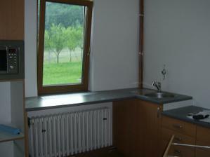 A už máme aj dřez..KONEČNĚ :o) Snad už zitra nebudeme moset umývat nádobí ve vaně :o)