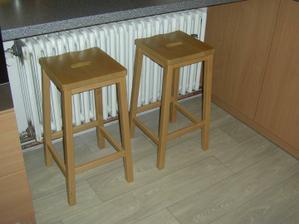 Dneska sme si koupili barové židličky...než našetříme na stůl a normální židle tak ať máme kde papat :o)