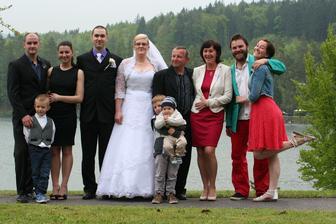 Manželův strýc, teta a jejich dcery s přítelama...