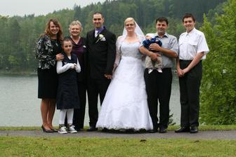 Manžova sestřenice s maminkou, manželem a jejich dětičky....