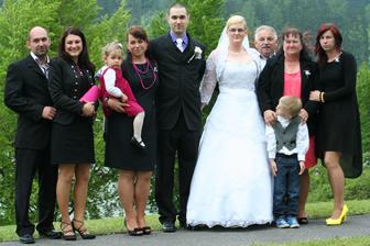 Manžova teta, strýc, jejich dvě dcery a syn ( svědek )...