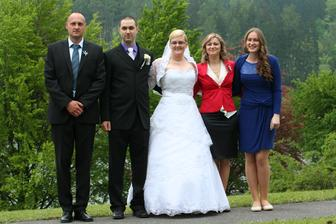 Manželův bratránek s manželkou a dcerou....
