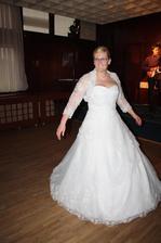 A nevěsta měla radost jak sa jí hezky točí sukínka...