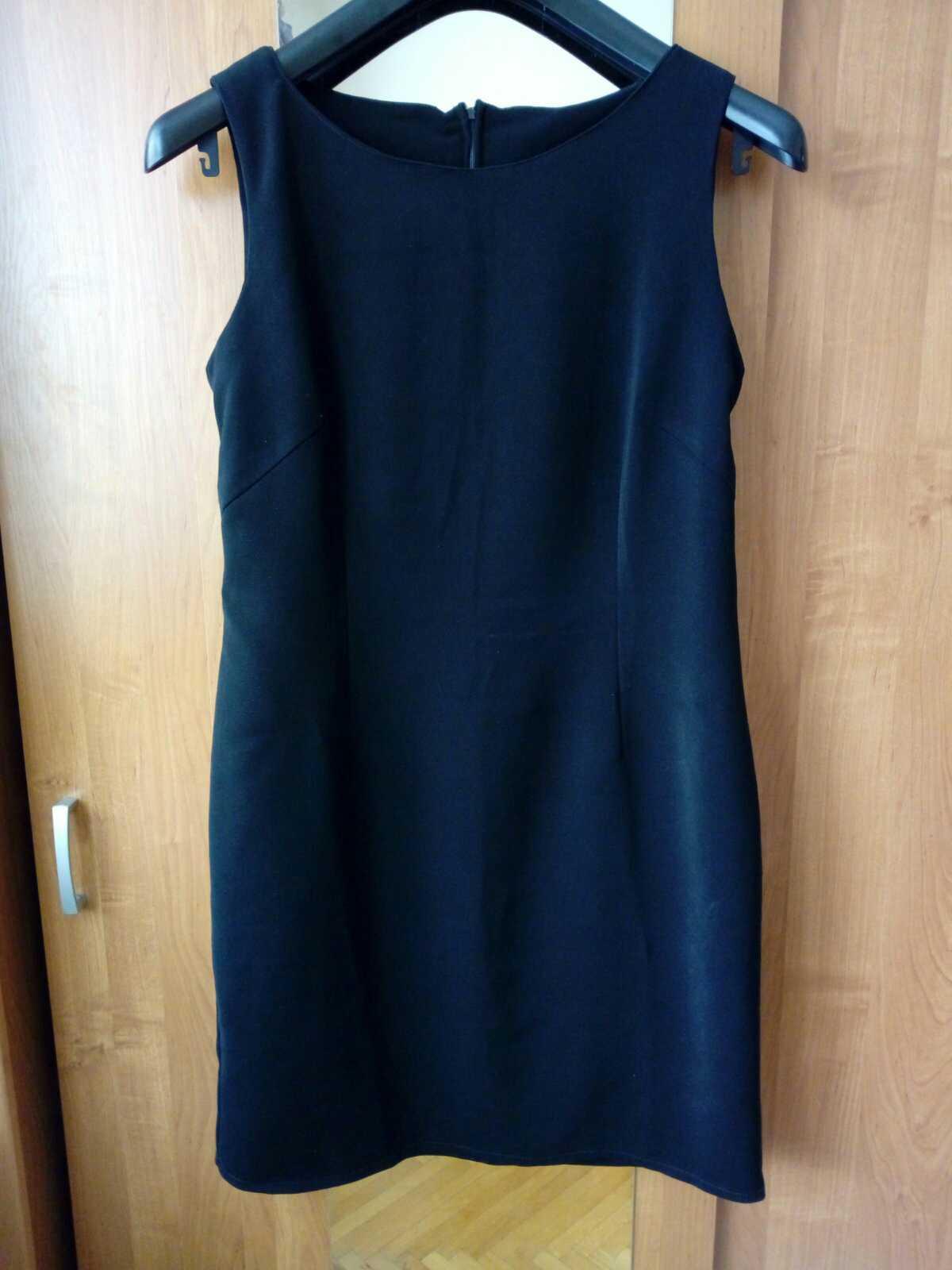 Malé čierne šaty - Obrázok č. 1