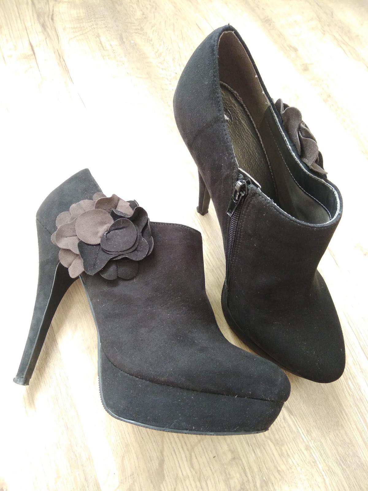 Černé boty na podpatku - Obrázek č. 1