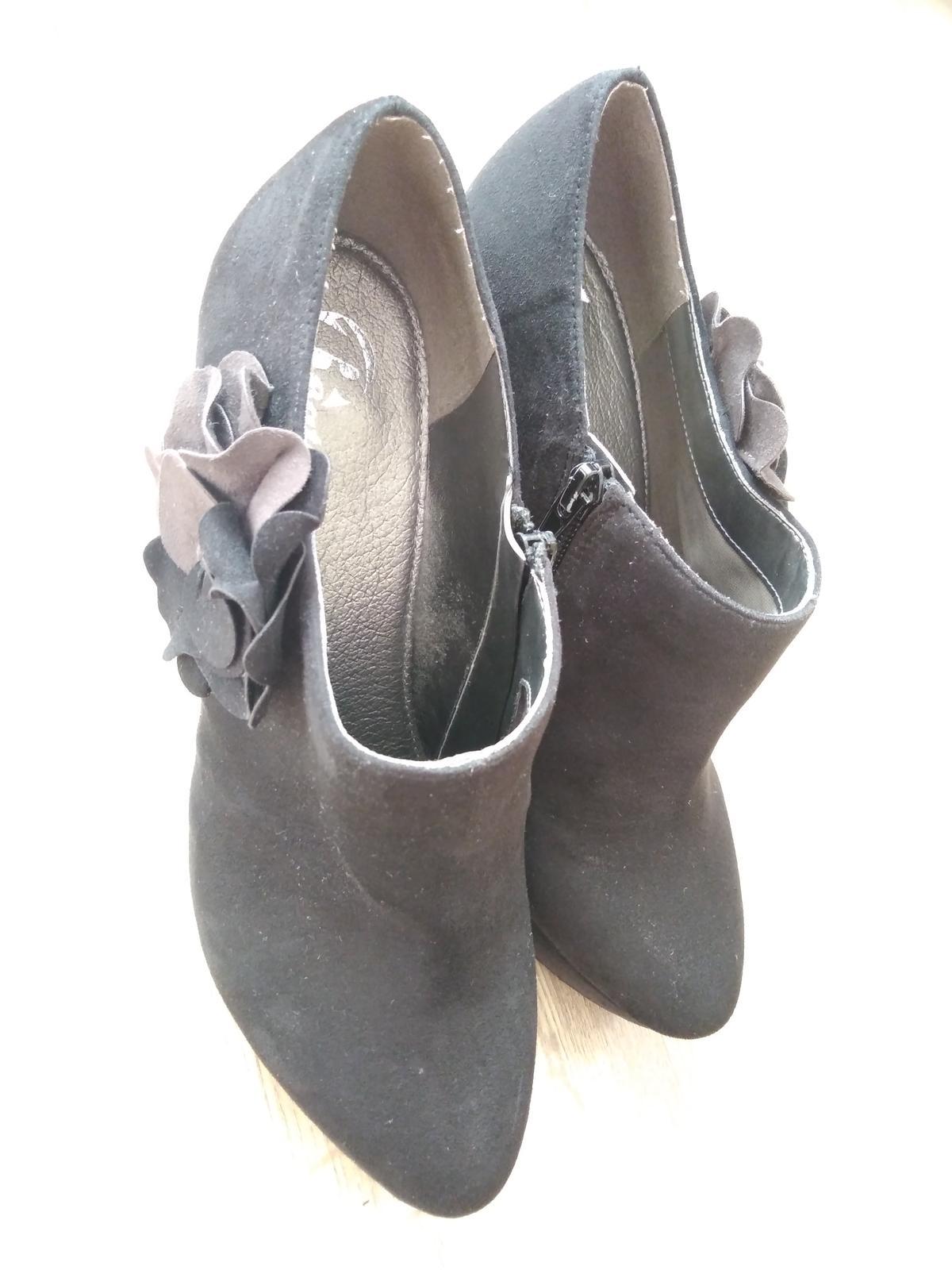 Černé boty na podpatku - Obrázek č. 2
