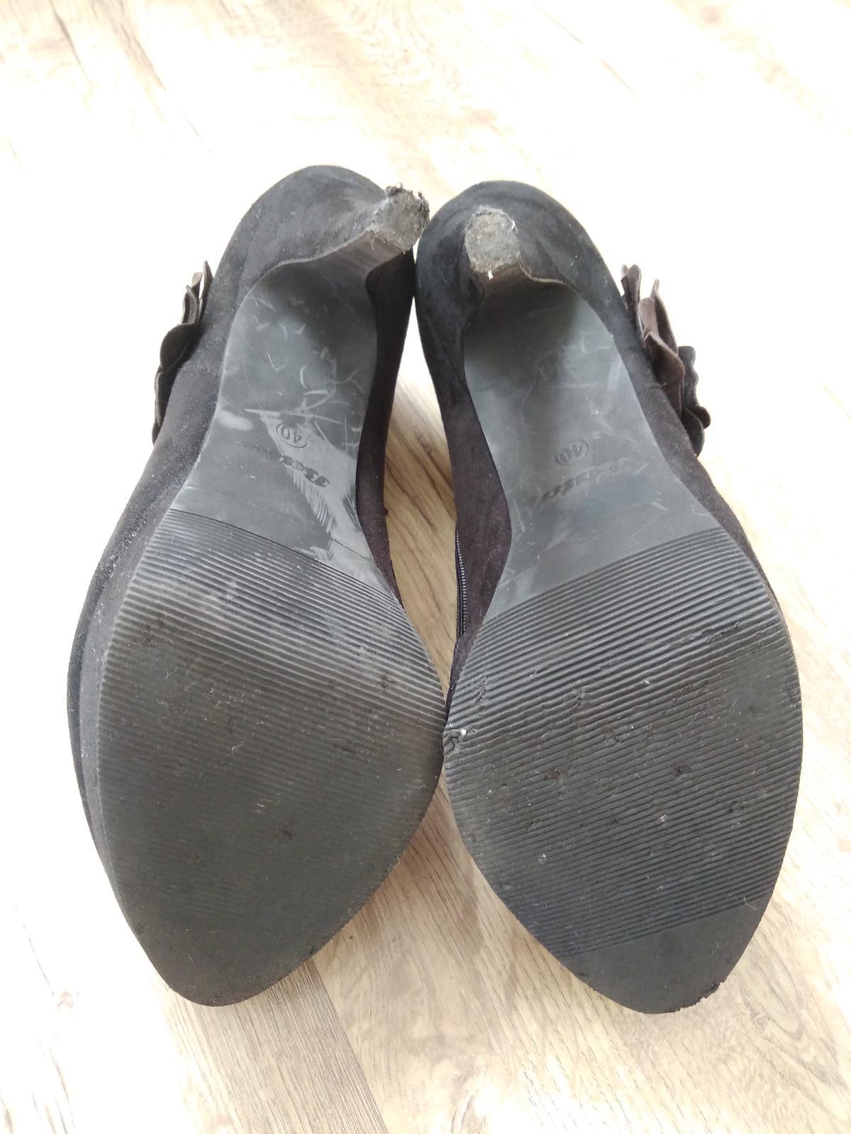 Černé boty na podpatku - Obrázek č. 3