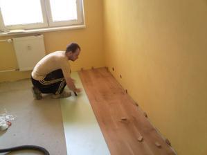 a zaciname podlahy, ako prvu testujeme detsku a satnik..