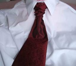 tu je kosela aj kravata...