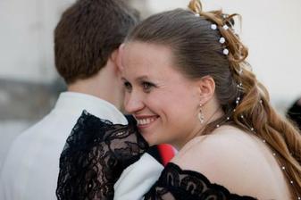 Neustále vytlemená nevěsta před kostelem.. :o)))