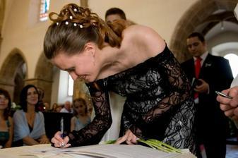 A podpis - první pokus napsat nové příjmení...
