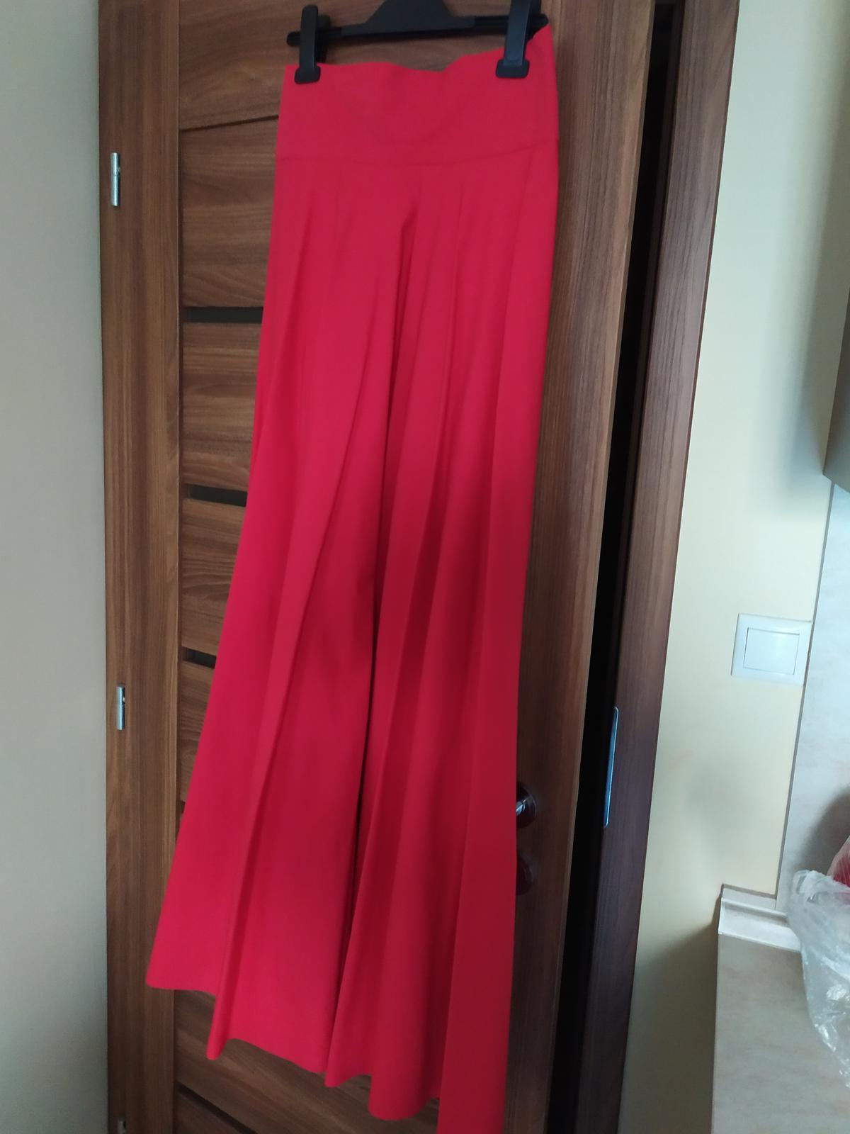 Dlhá červená sukňa s vysokým pásom - Obrázok č. 2