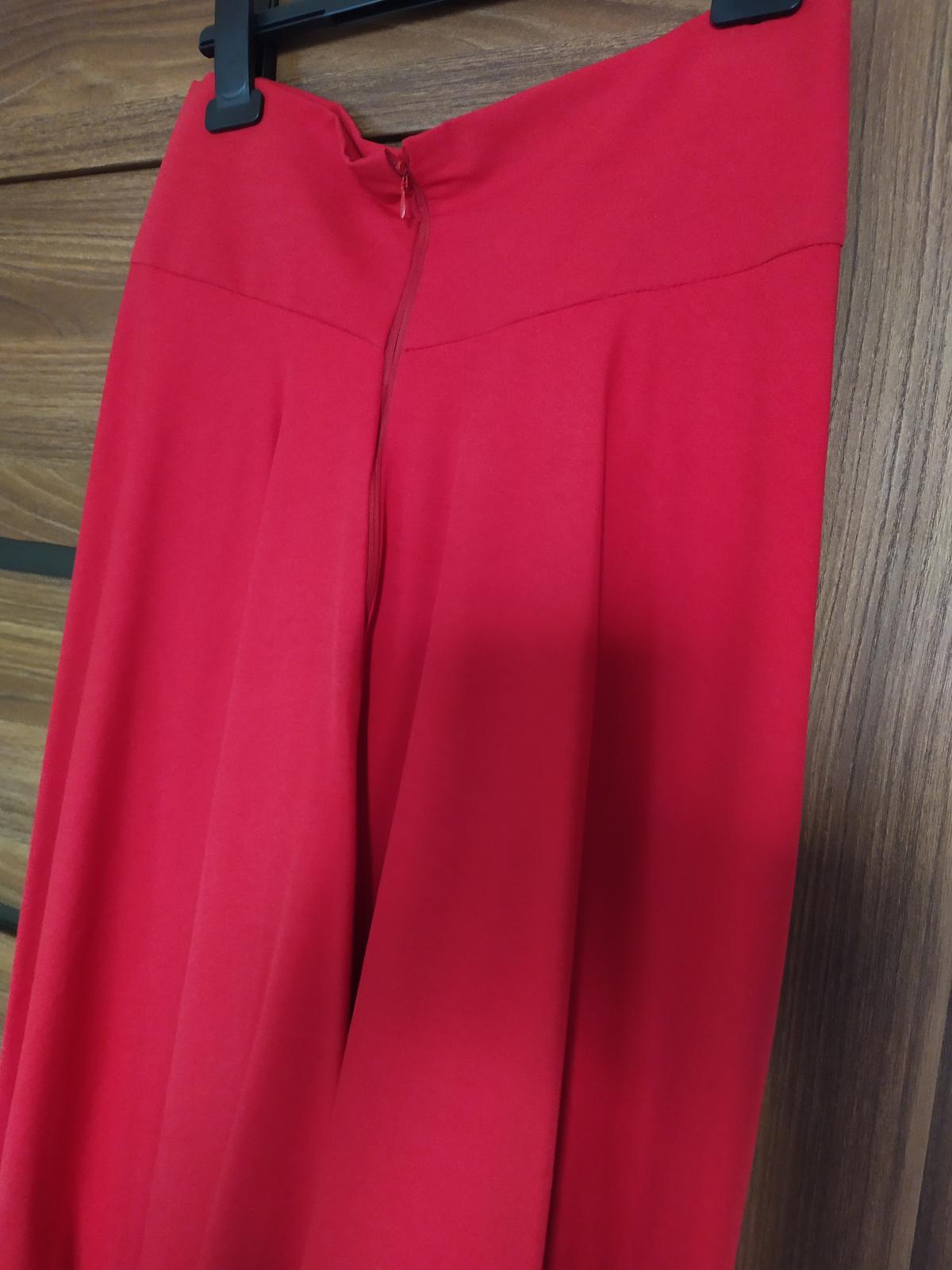 Dlhá červená sukňa s vysokým pásom - Obrázok č. 4