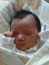 A jak se říká do roka a do dne (skoro) se nám narodila holčička Adélka
