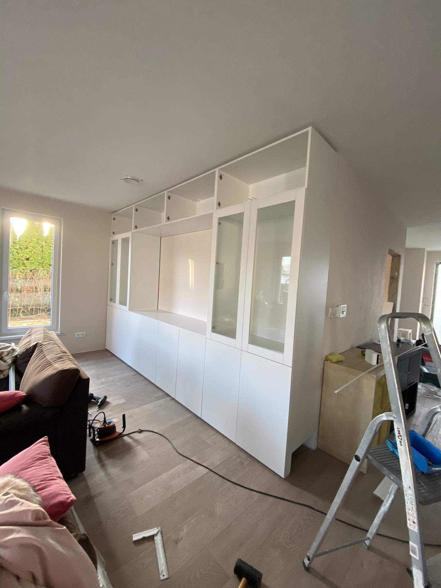 Zariaďujeme domček 🥰 - Aj v obývačke sa nám rysuje úložný priestor ❤️